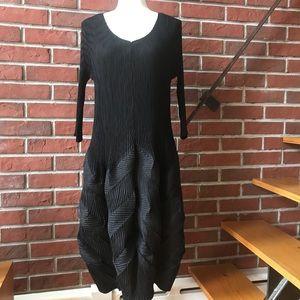 BLACK UNIQUE PLEATED DRESS
